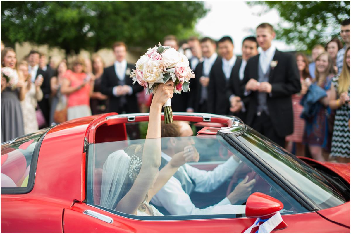 Romantic Spring Wedding | Seattle Wedding Photographers