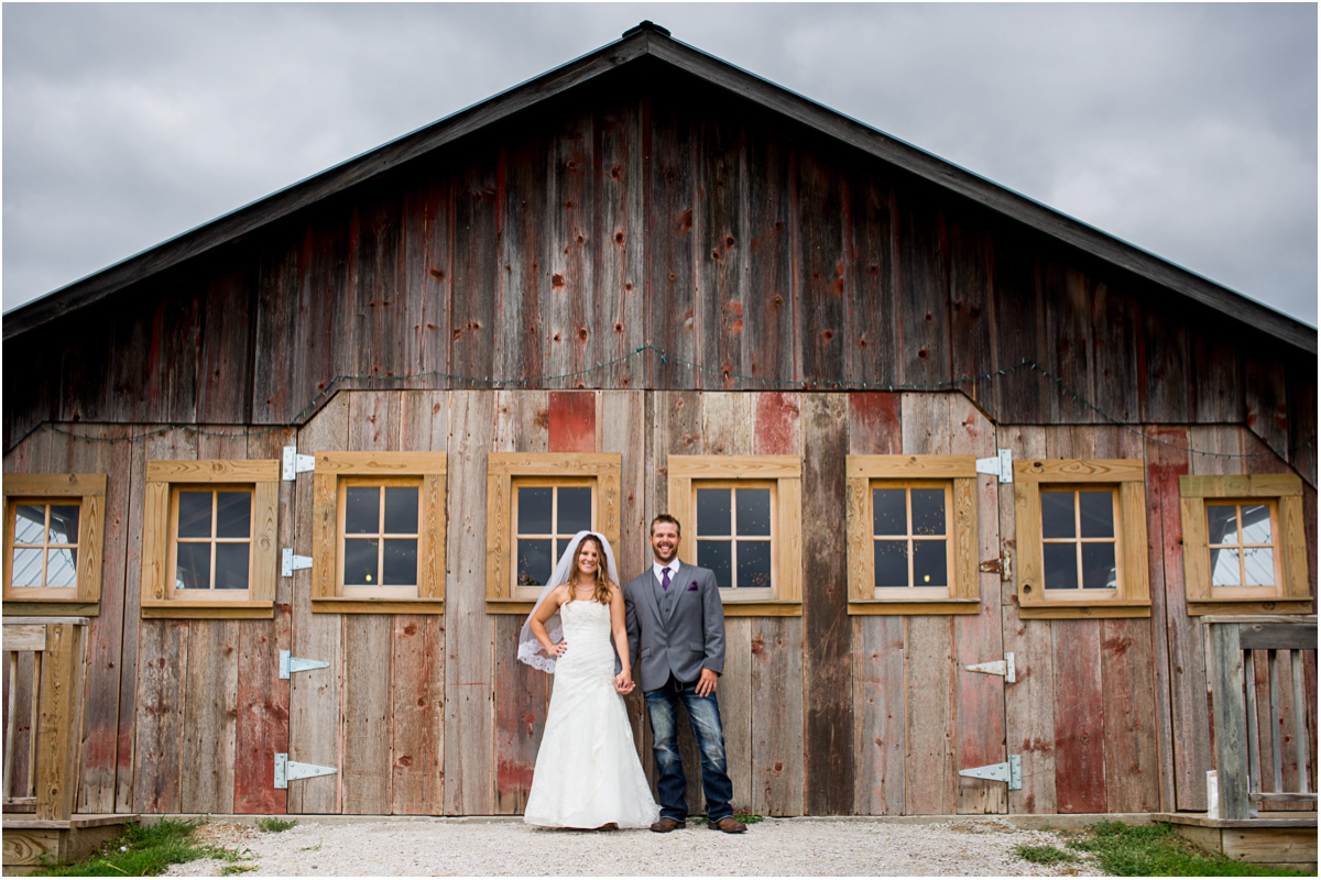 Rustic Weston Red Barn Farm Wedding | Seattle Wedding Photographers