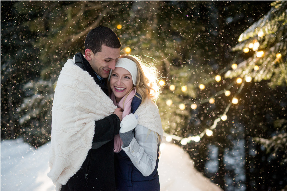 romantic-snowy-engagement-at-alpental