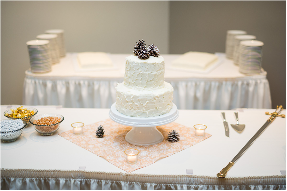 rustic winter wedding cake with pinecone decoration