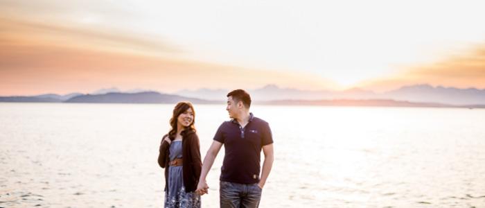Alki Beach Engagement | Seattle Wedding Photographers