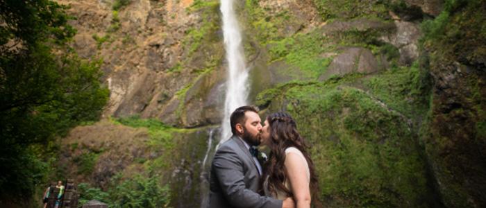 Oregon Waterfall Wedding | Seattle Wedding Photographers