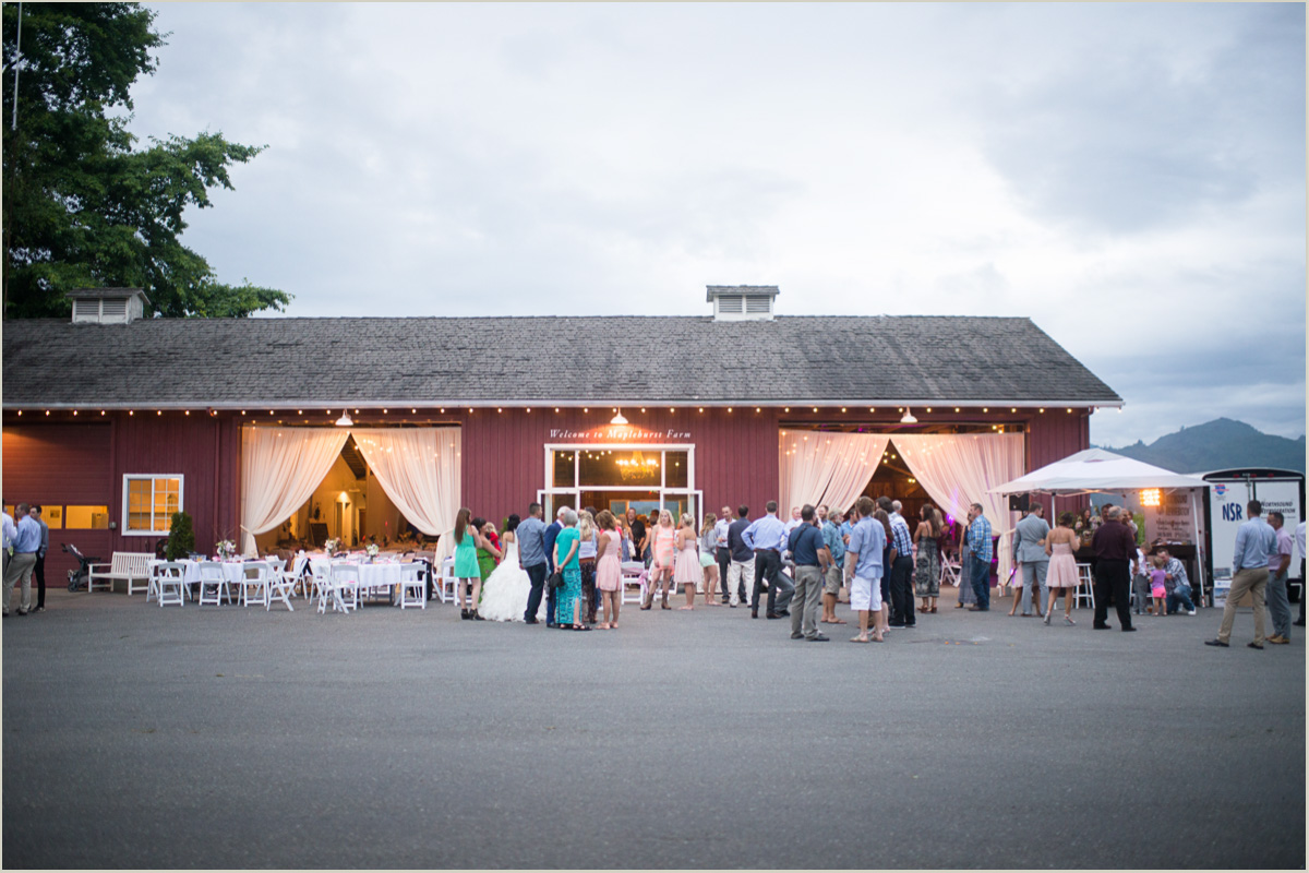 Maplehurst Farm Wedding Washington Barn Venue Seattle Wedding Photographers
