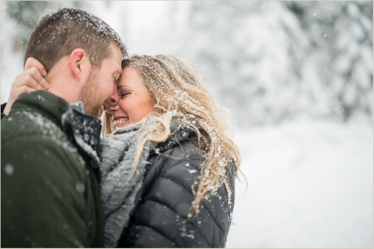 Winter Engagement Session at Snoqualmie Pass