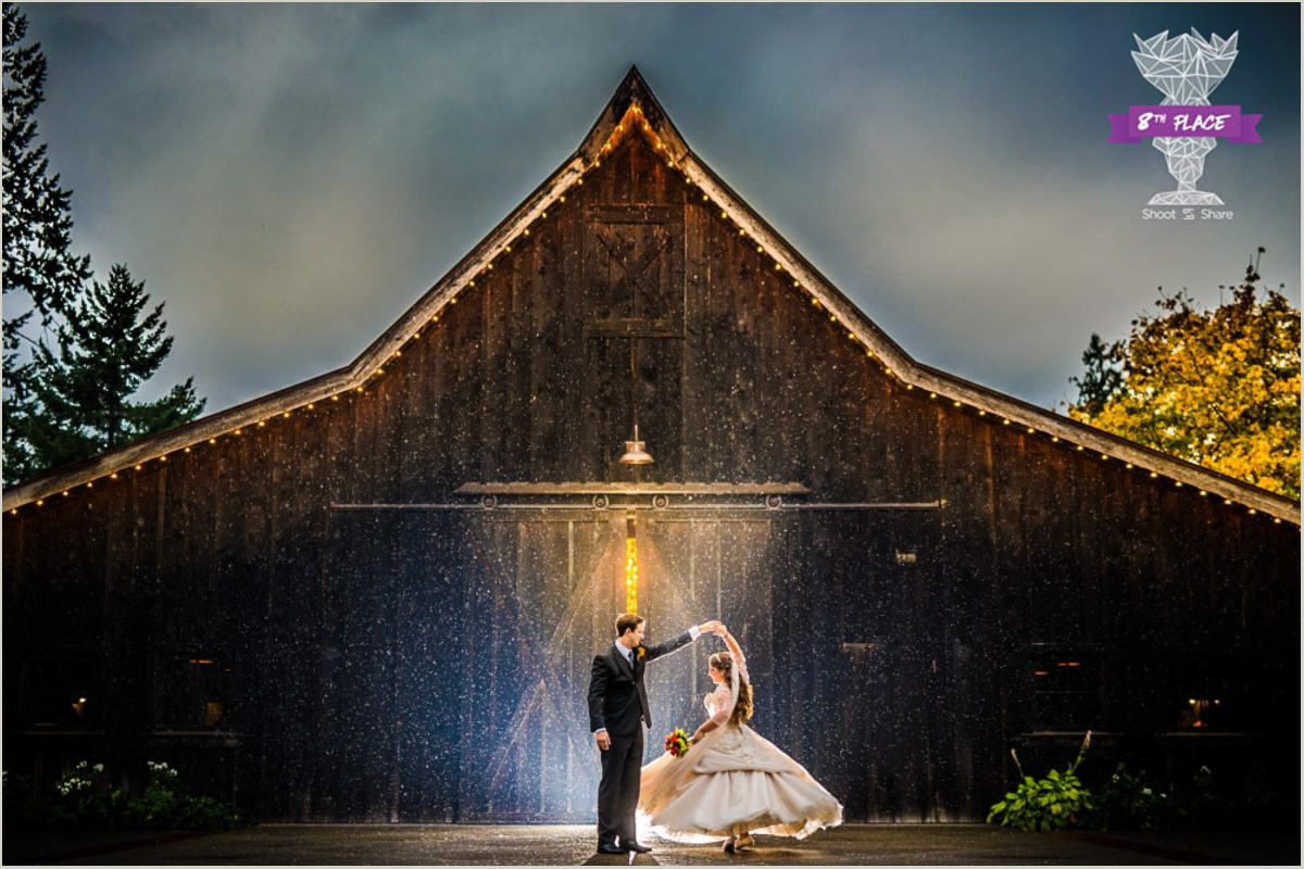 Award Winning Seattle Wedding Photographer Photo in the Rain at Kelly Farms