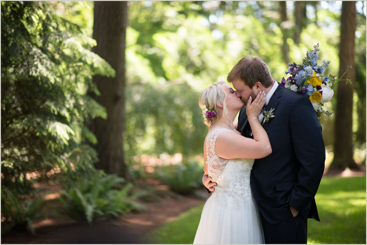 authentic-wedding-photography-for-outdoorsy-couples-in-seattle
