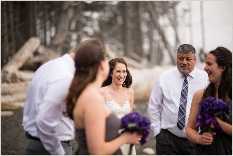 casual-wedding-ceremony-on-the-beach-in-washington