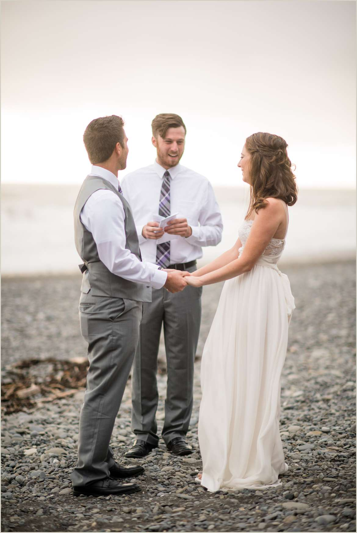 couple-says-i-do-in-destination-elopement-in-washington