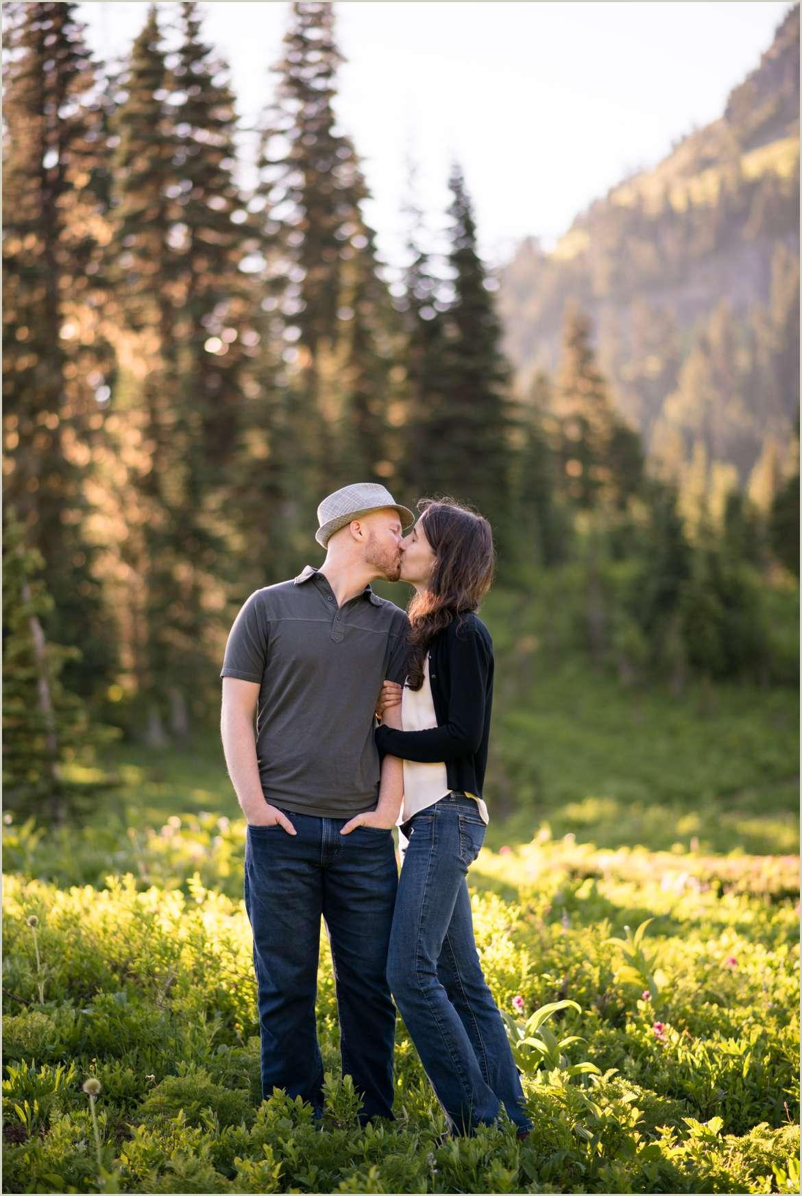 engagement-photos-at-tipsoo-lake