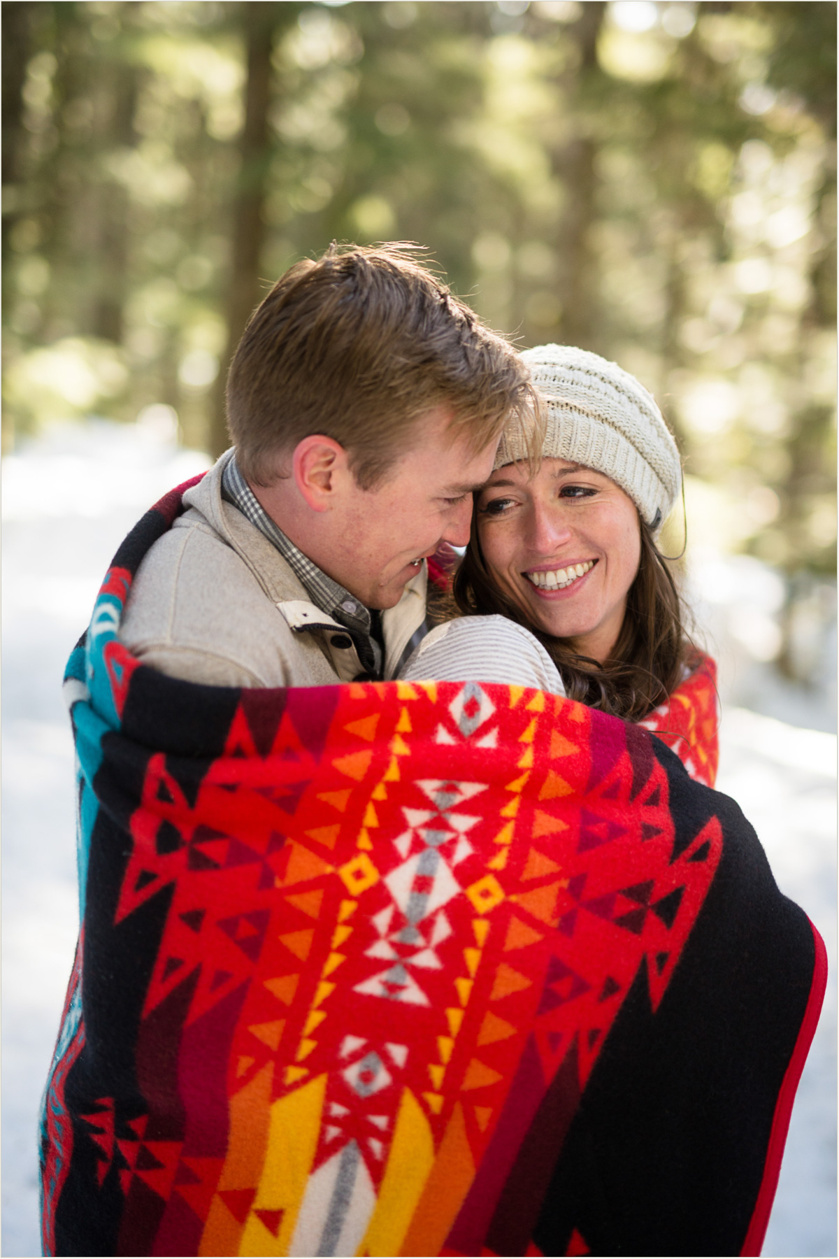 hipster-engagement-photos-with-pendleton-blanket