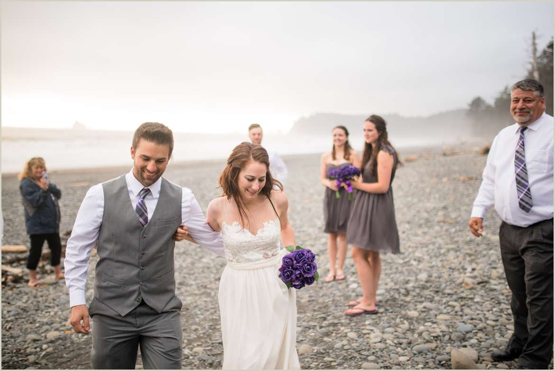 husband-and-wife-on-the-beach-in-washington