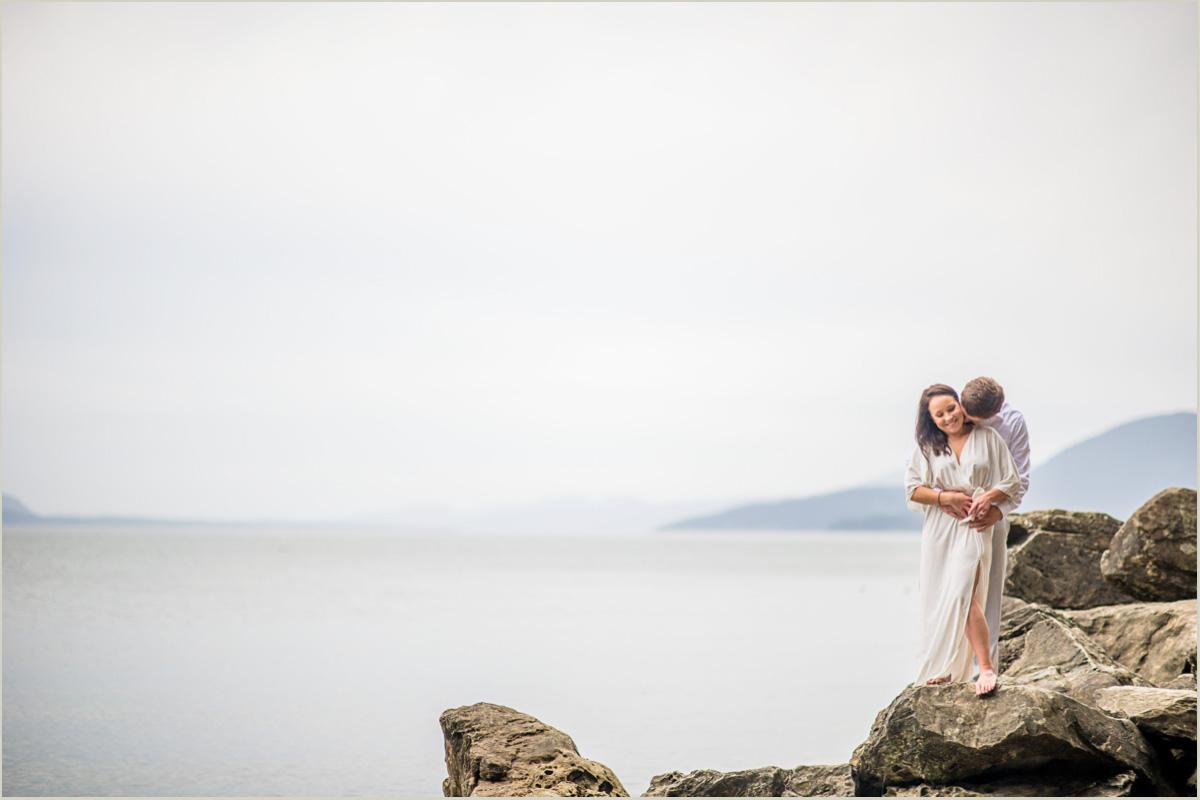 rocky-coast-engagement-photos-in-washington