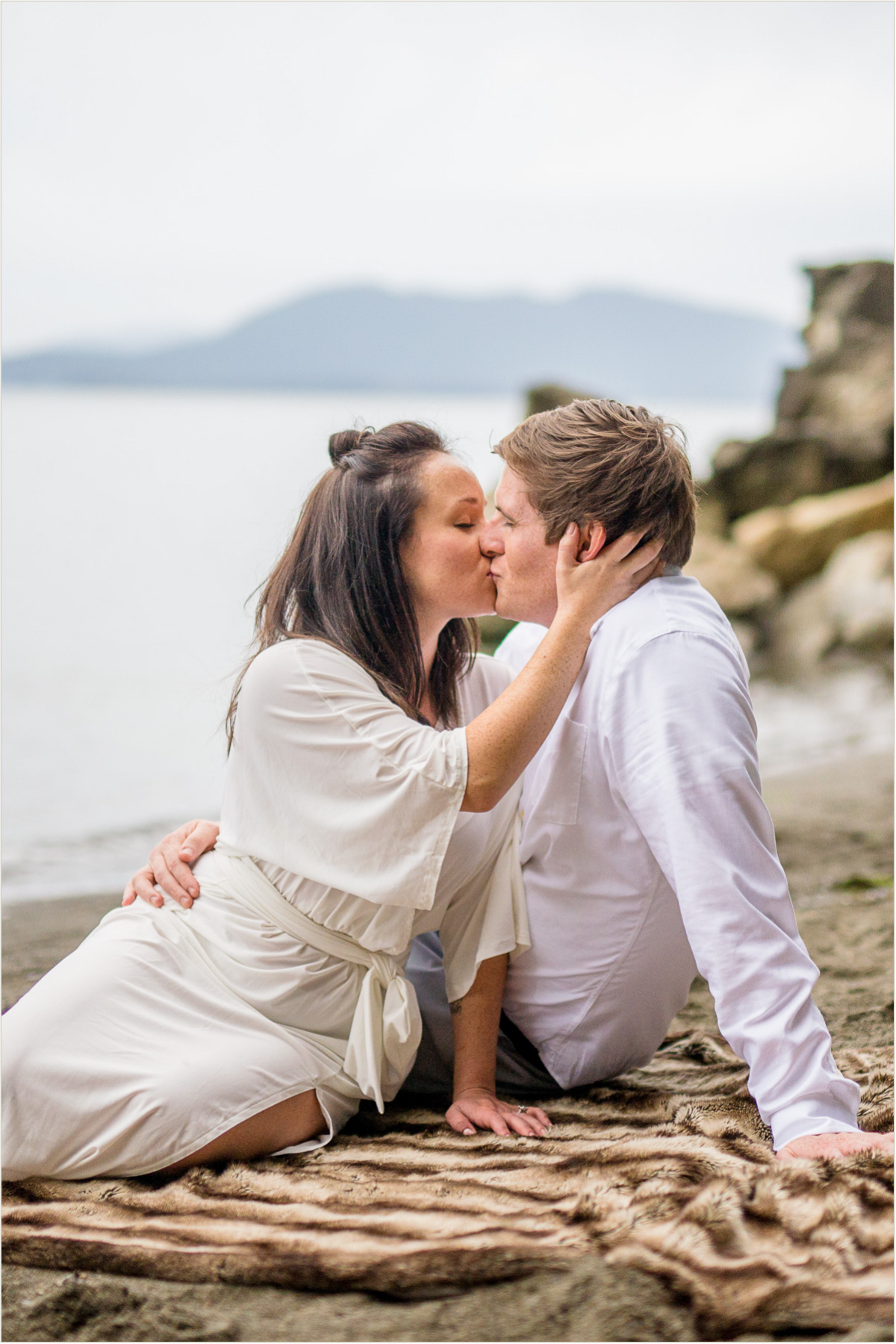 romantic-beach-engagement-photos