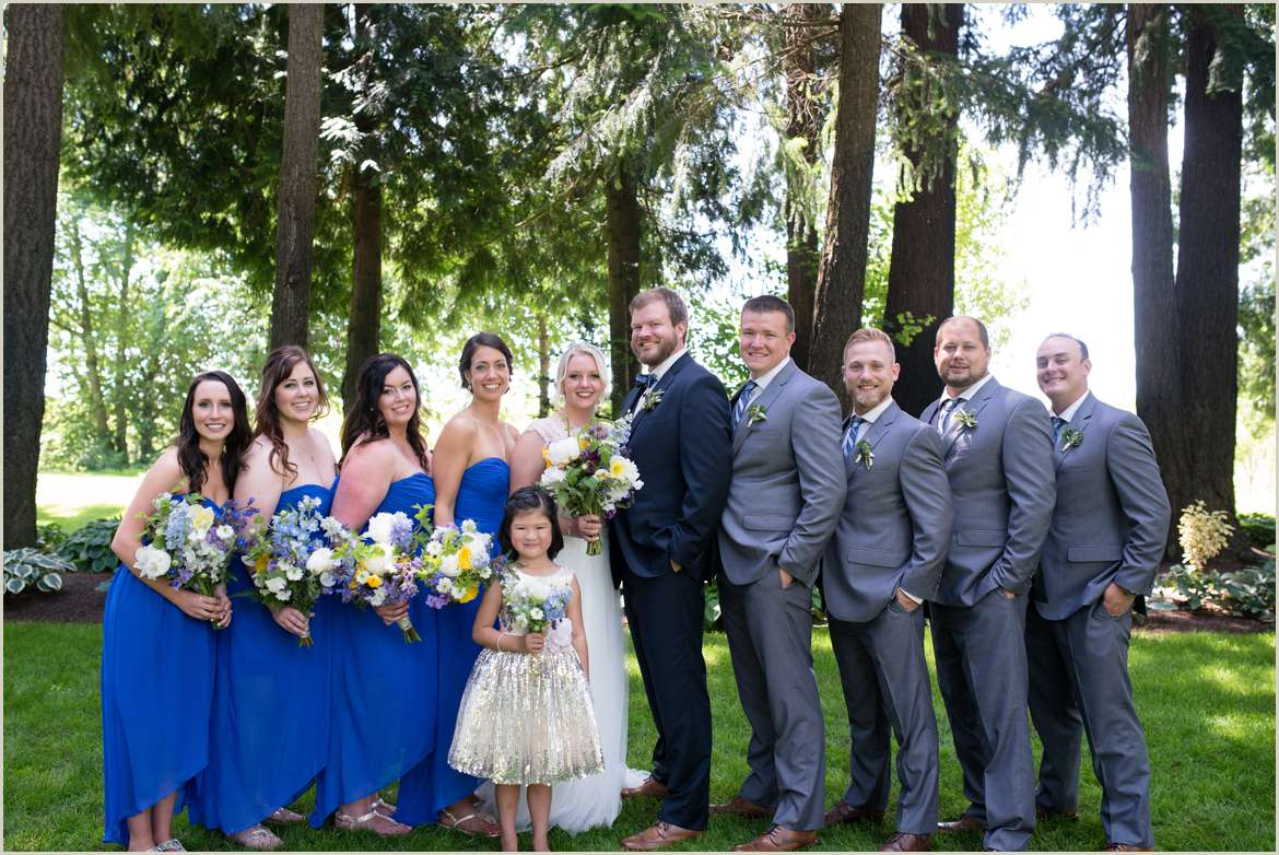 wedding-party-photos-at-evergreen-gardens-in-ferndale