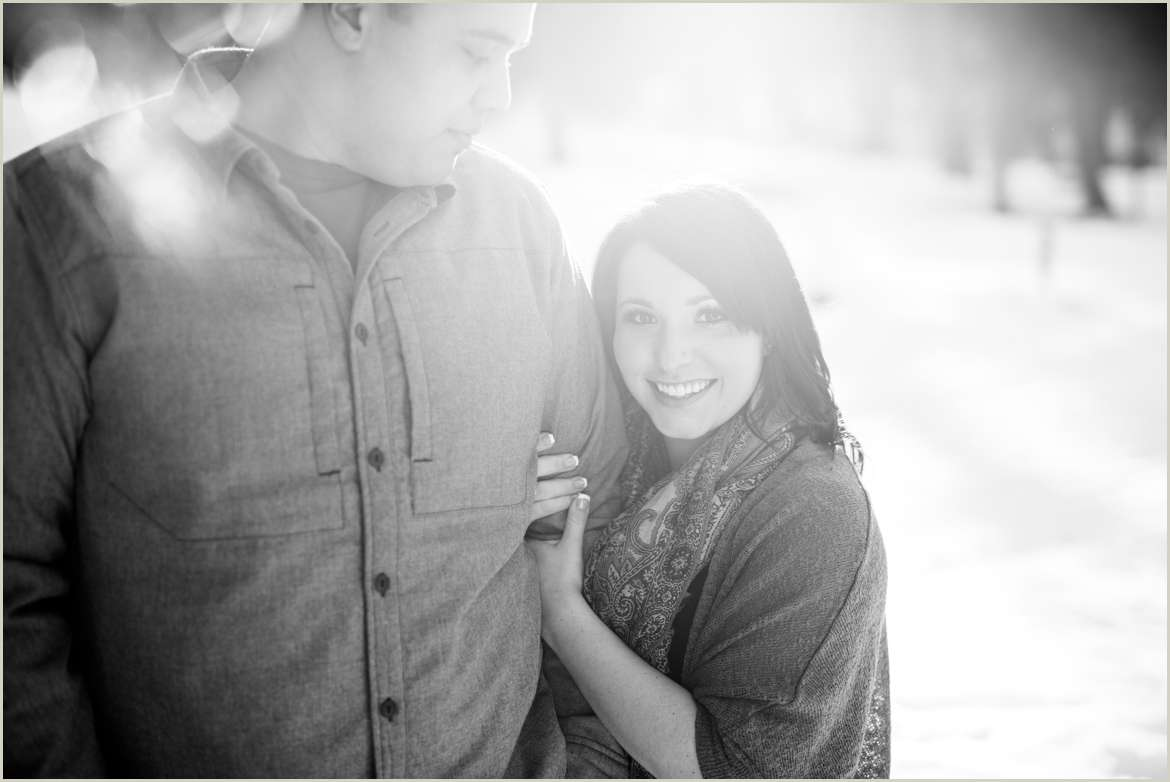 winter-engagement-photos-at-lake-wenatchee