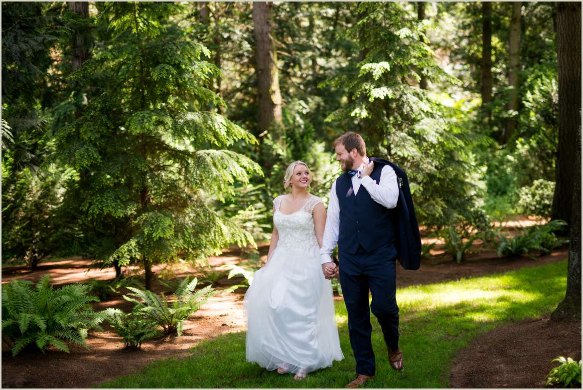 woodsy-wedding-photos-at-evergreen-gardens