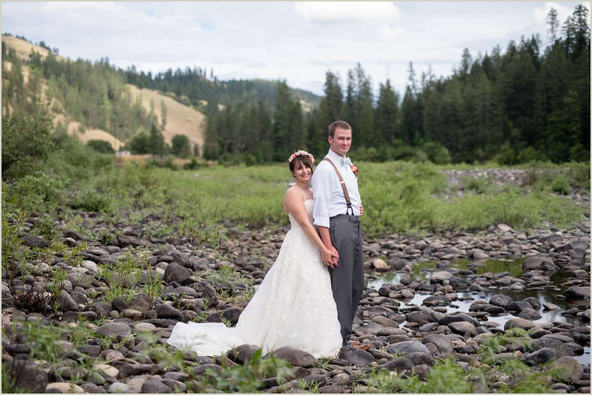 bride-and-groom-photos-near-the-clearwater-river-in-orofino-idaho