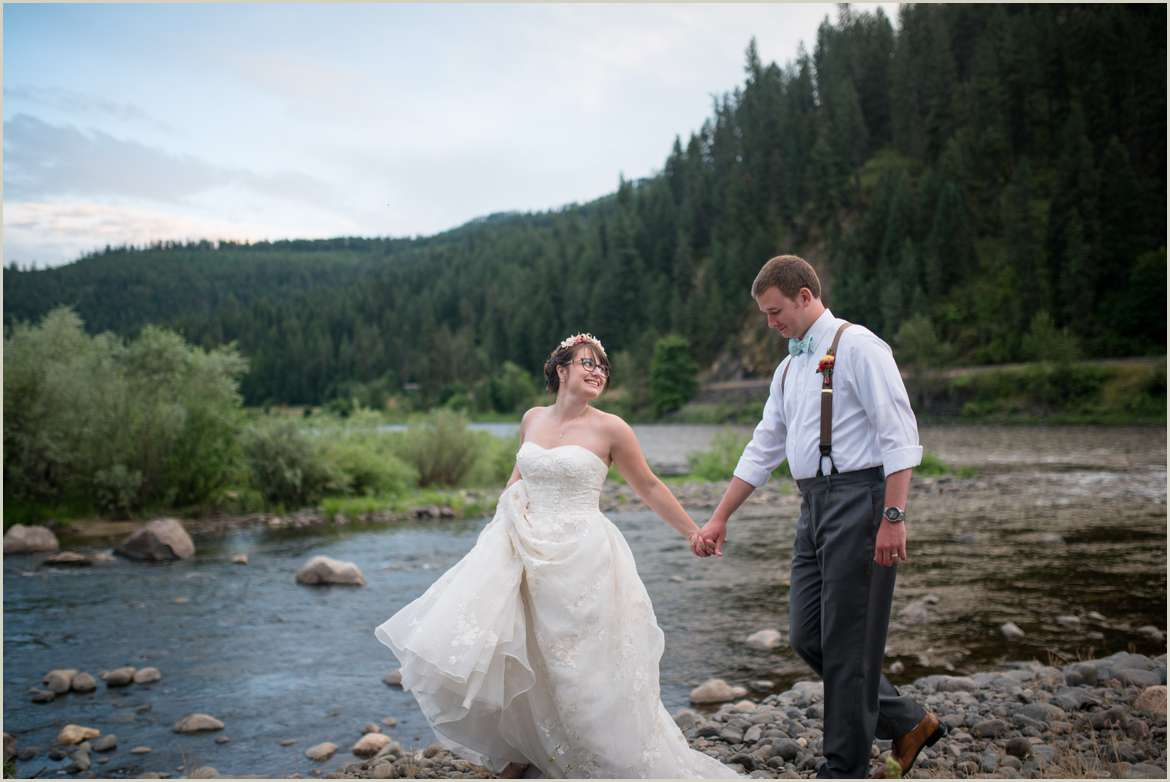 casual-and-fun-couples-photos-on-wedding-day