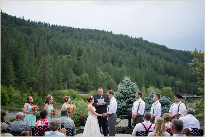 outdoorsy-idaho-wedding-venue-in-orofino-idaho