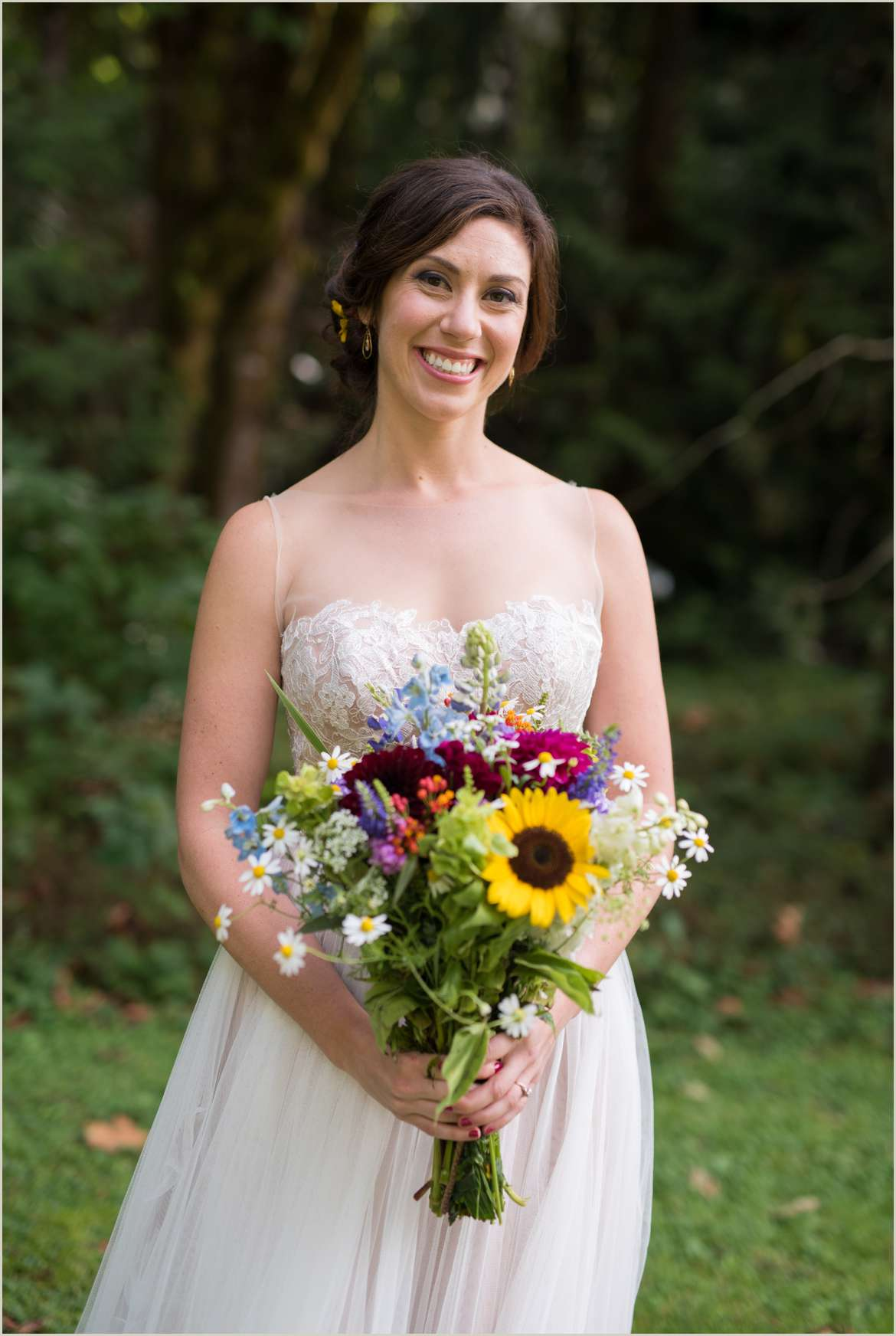 diy wildflower wedding bouquet for outdoor wedding