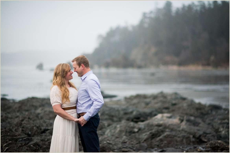 pnw beach engagement photos