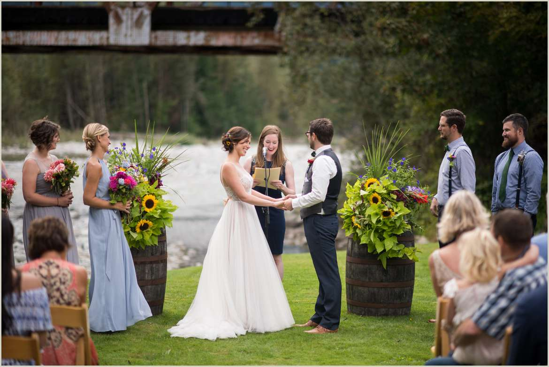 wedding ceremony by the skykomish river