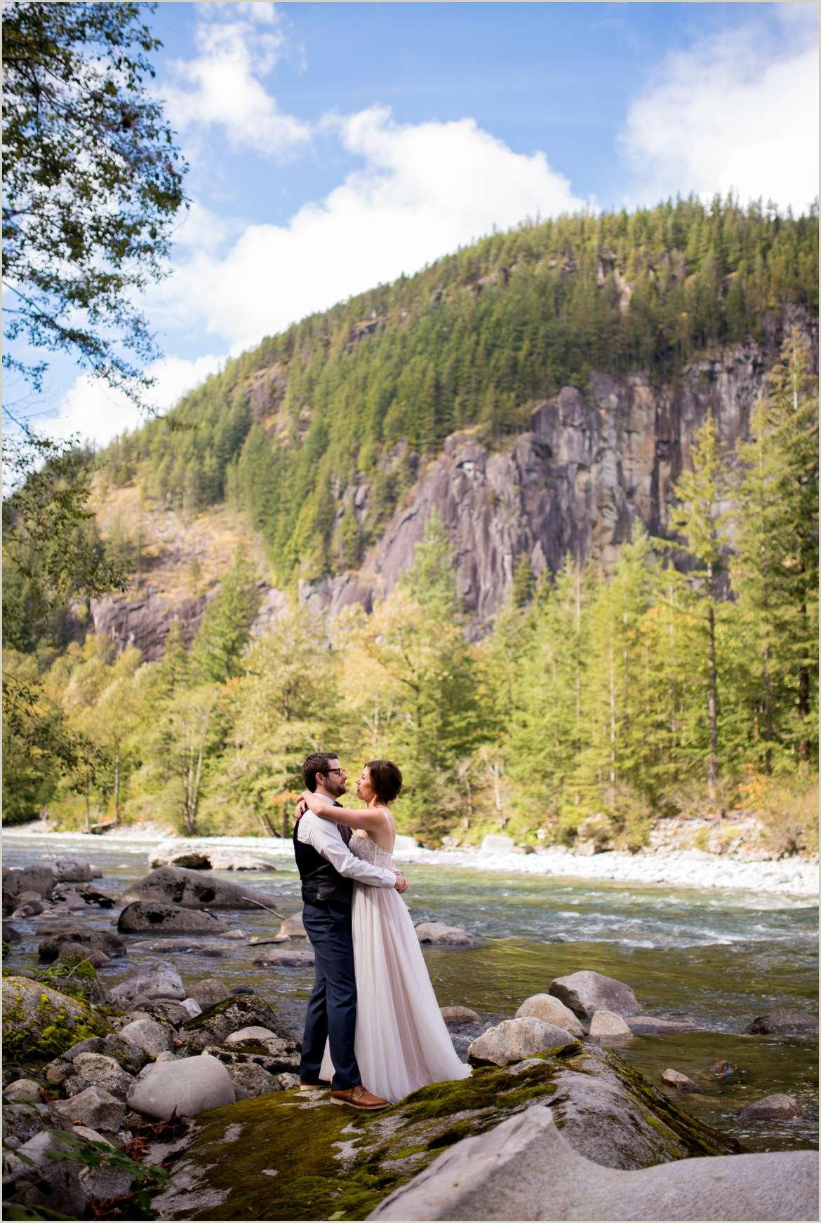 wedding photos on skykomish river