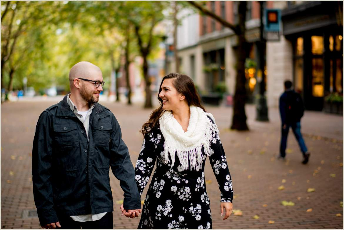 lifestyle engagement photos in the city