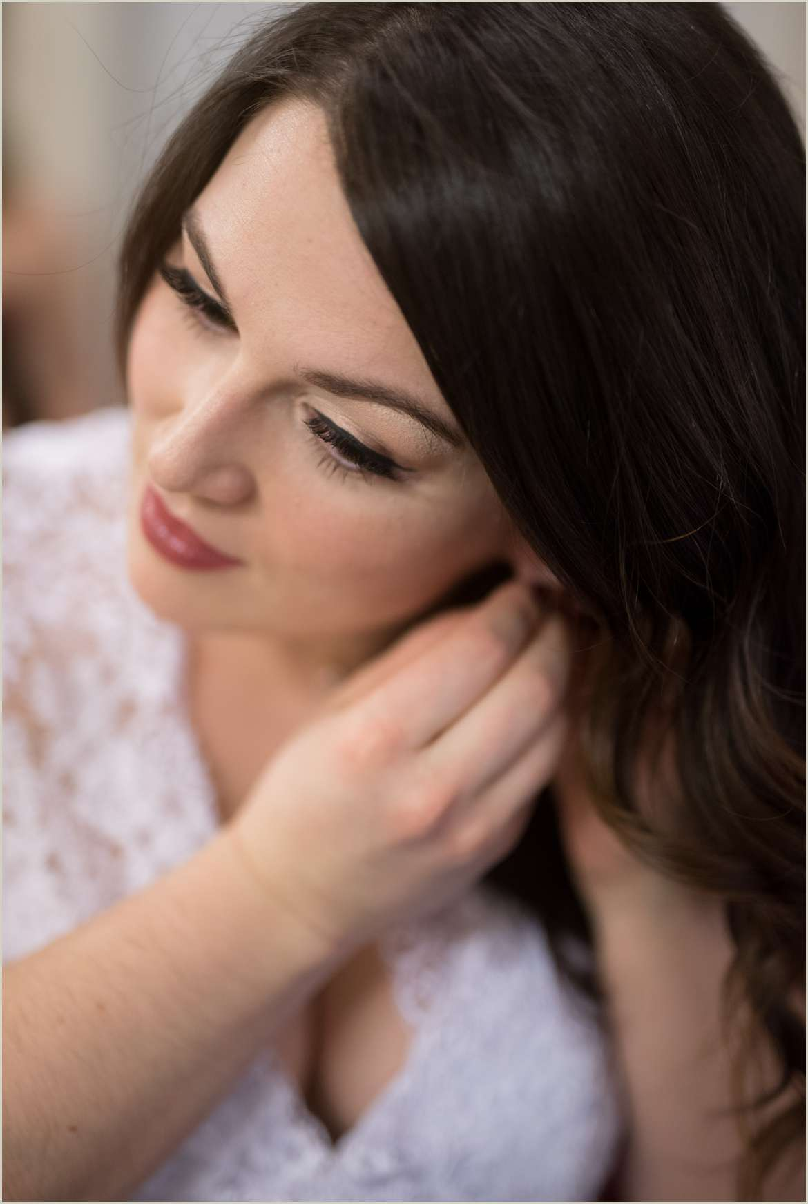 beautiful bride puts earrings in