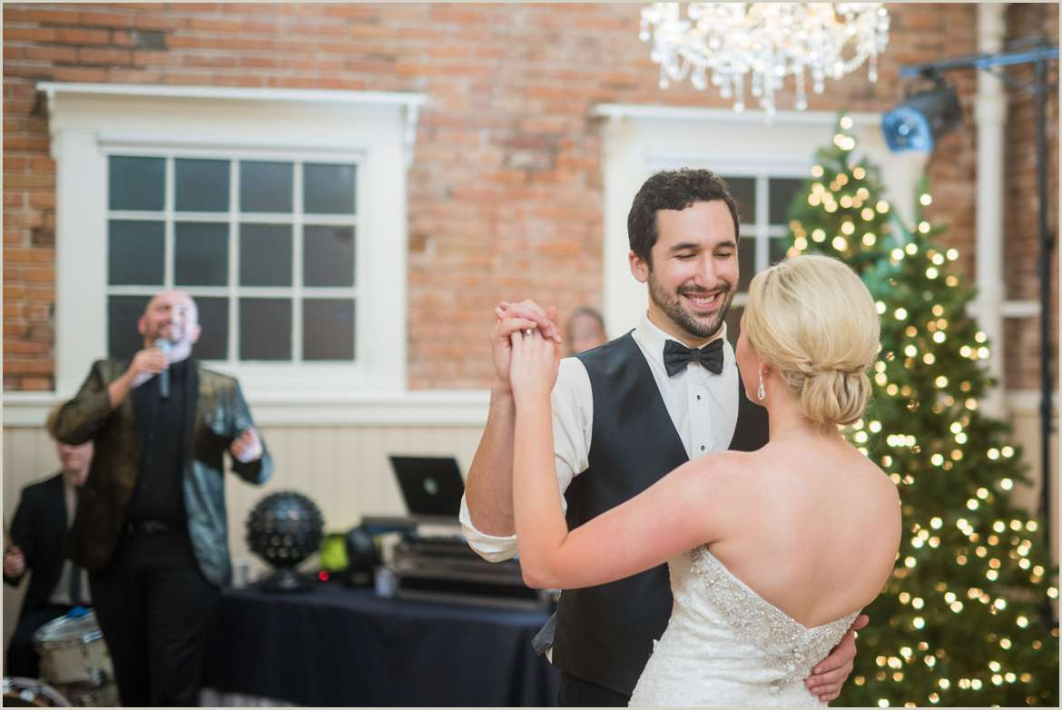bride and groom dancing to live music 1