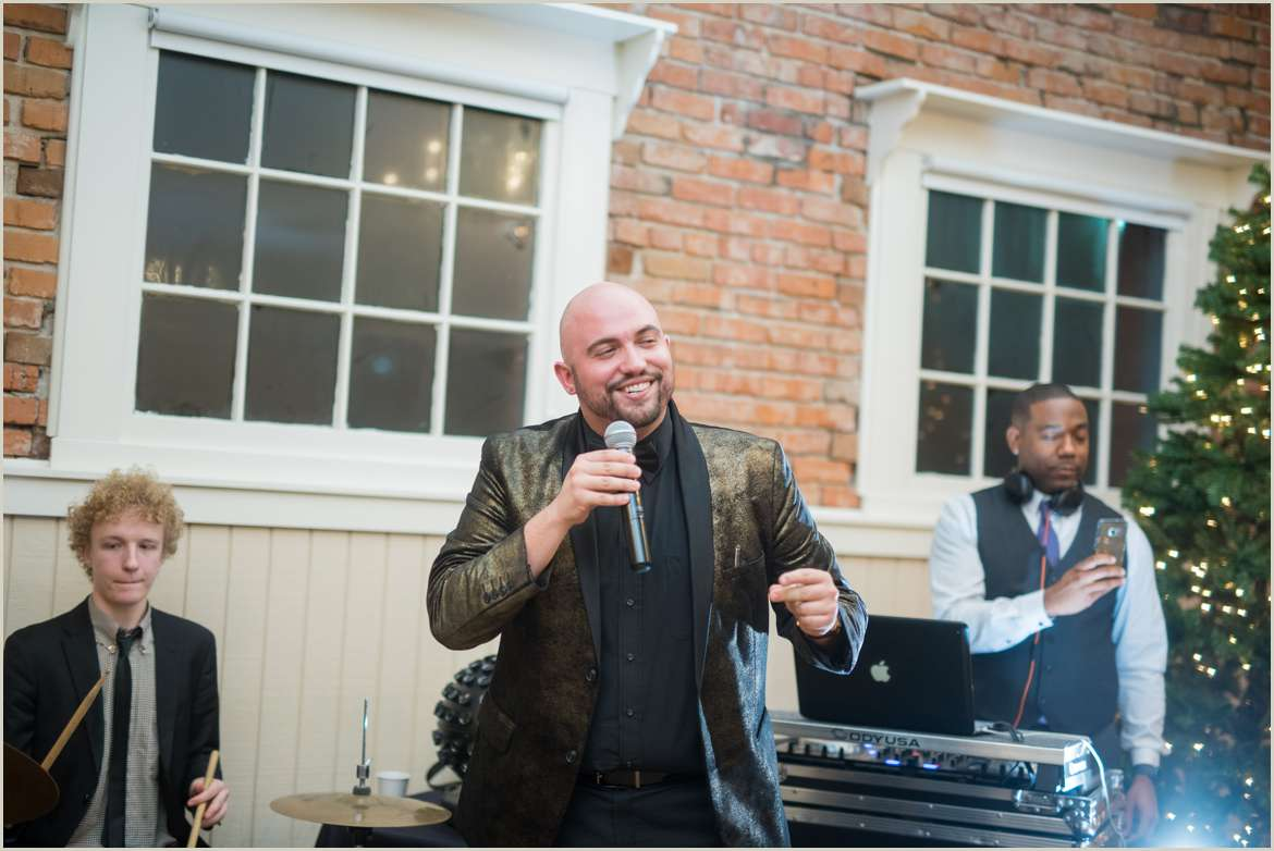 live music at hollywood schoolhouse winter wedding 1