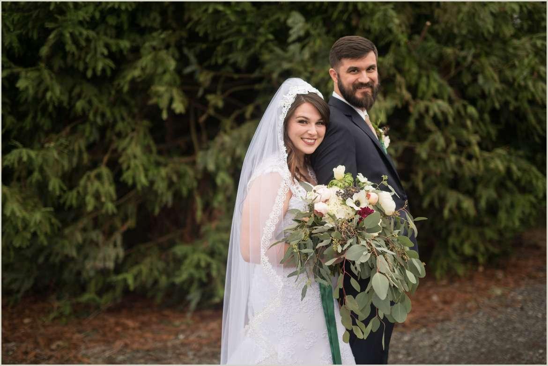 rustic winter barn wedding in snohomish