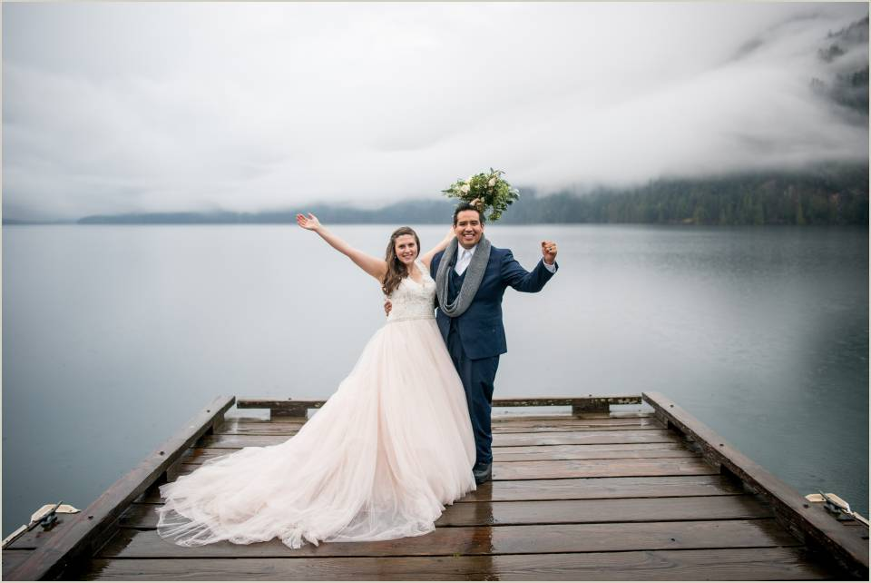 couple celebrates their wedding in olympic national park 1