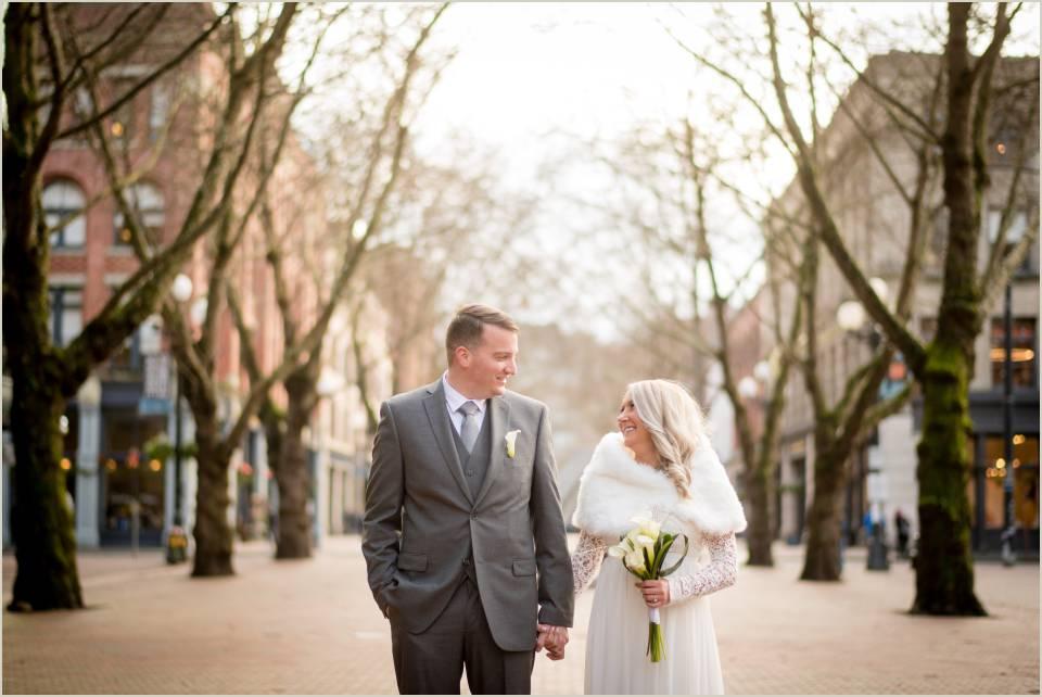 downtown seattle winter wedding photos