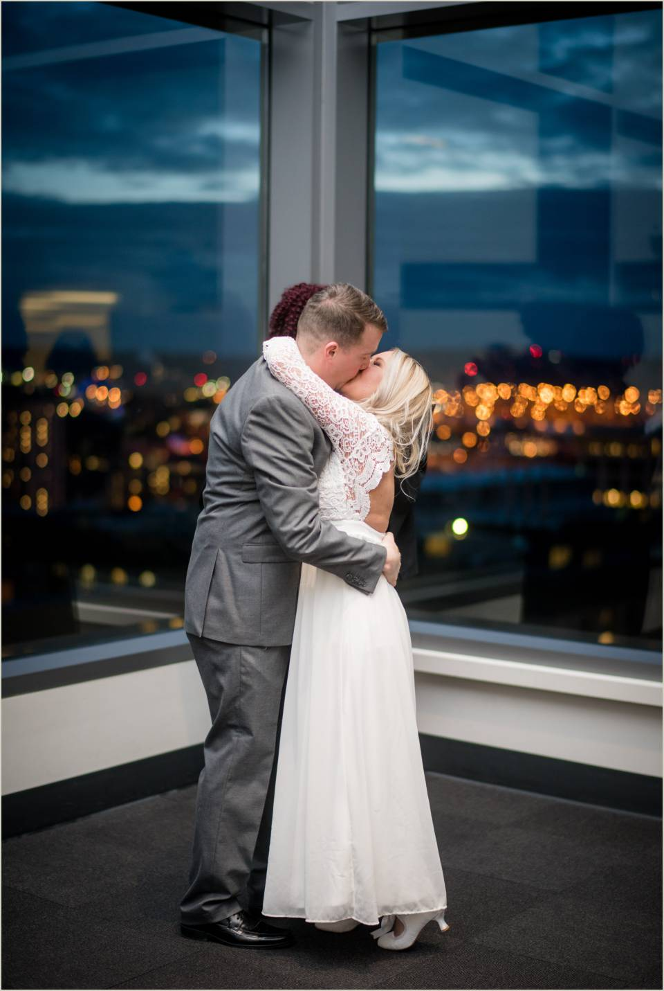 first kiss intimate downtown seattle wedding