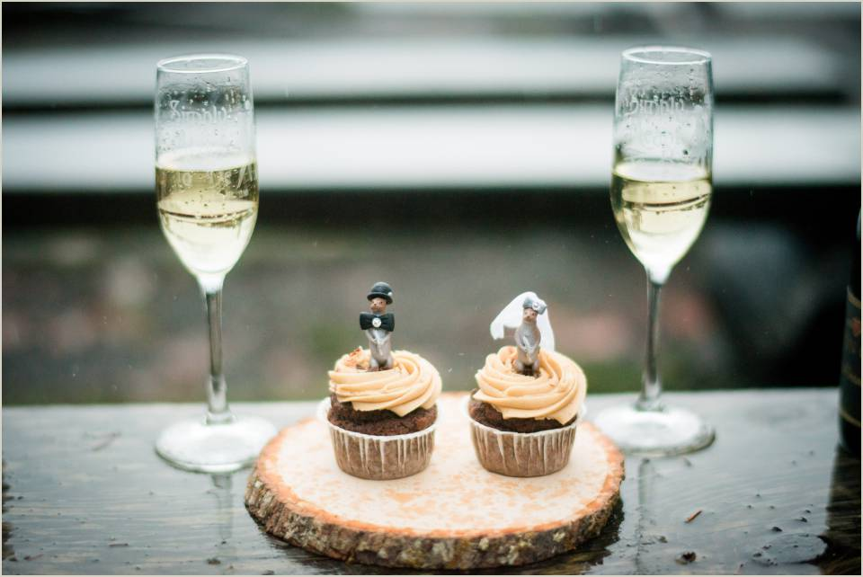 intimate wedding champagne and cupcakes 1