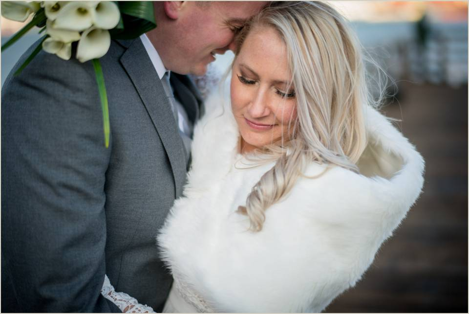 intimate winter wedding photos seattle courthouse elopement