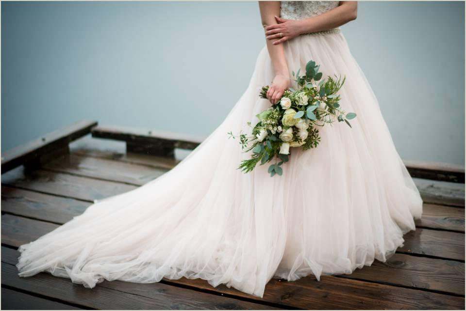 olympic national park elopement bridal bouquet and dress 1