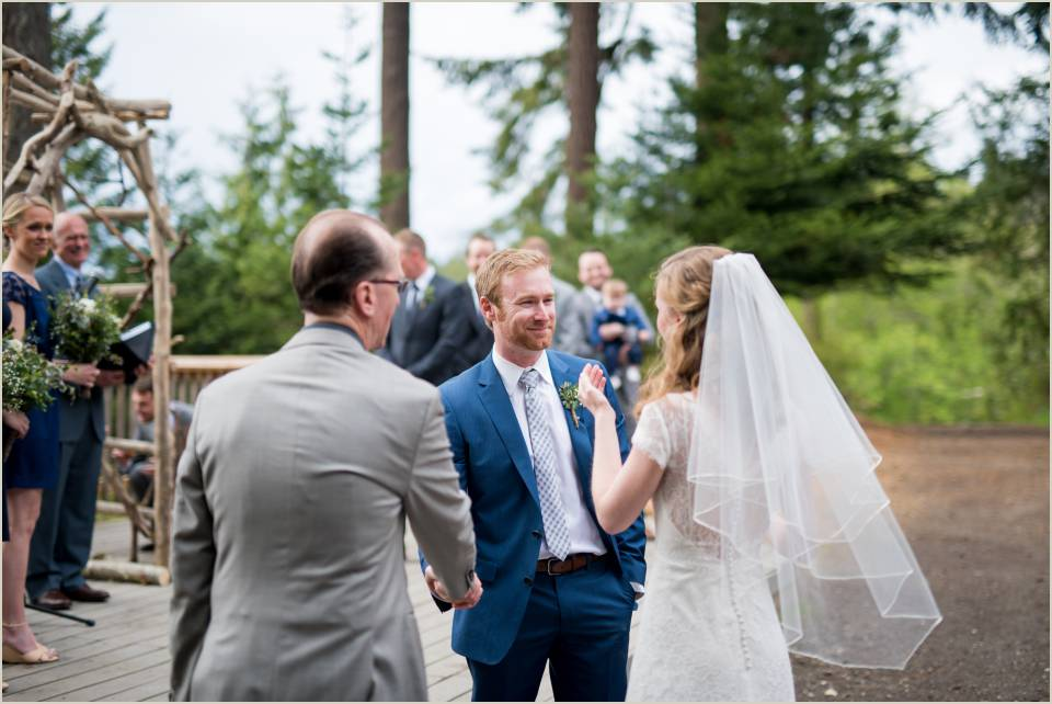 orcas island wedding ceremony at camp orkila