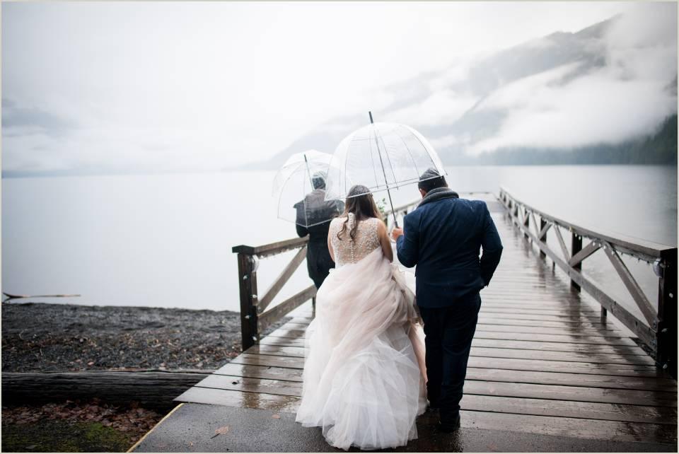 rainy winter lake crescent elopement 1