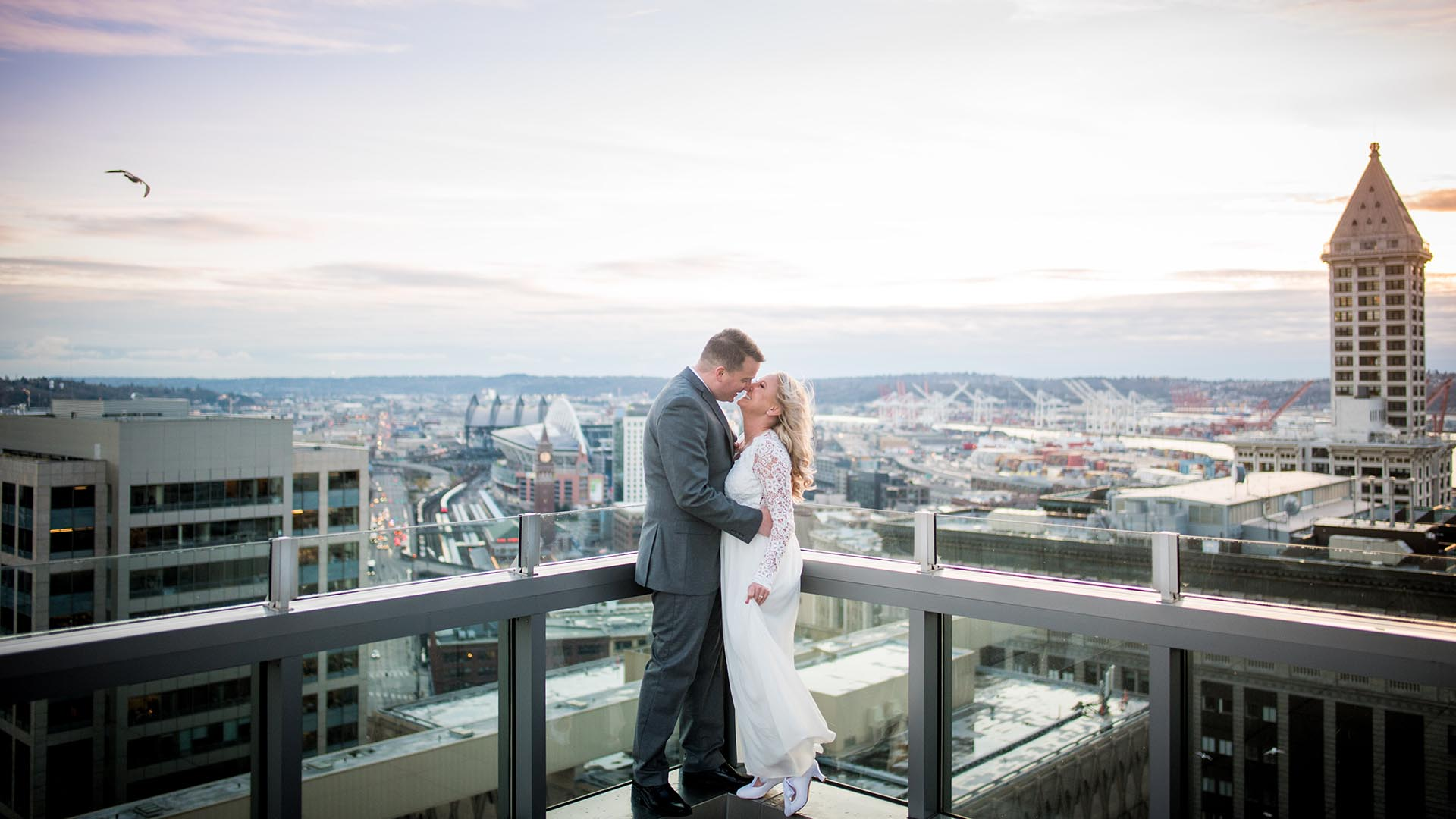 rooftop sunset seattle courthouse elopement featured