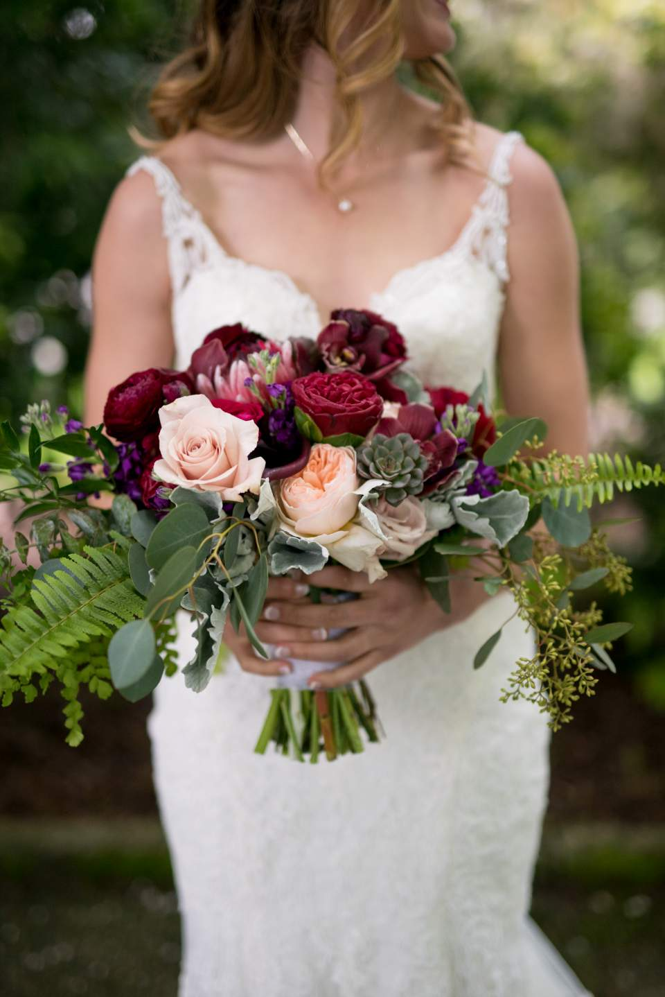 boho bride with lace dress and bridal bouquet