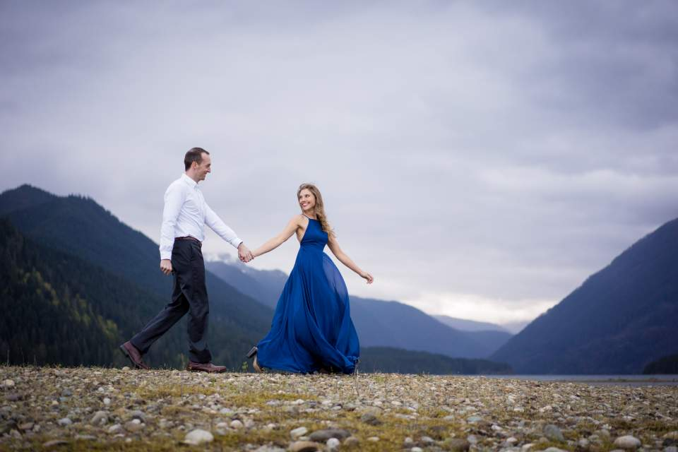 moody lake engagement photos in pnw