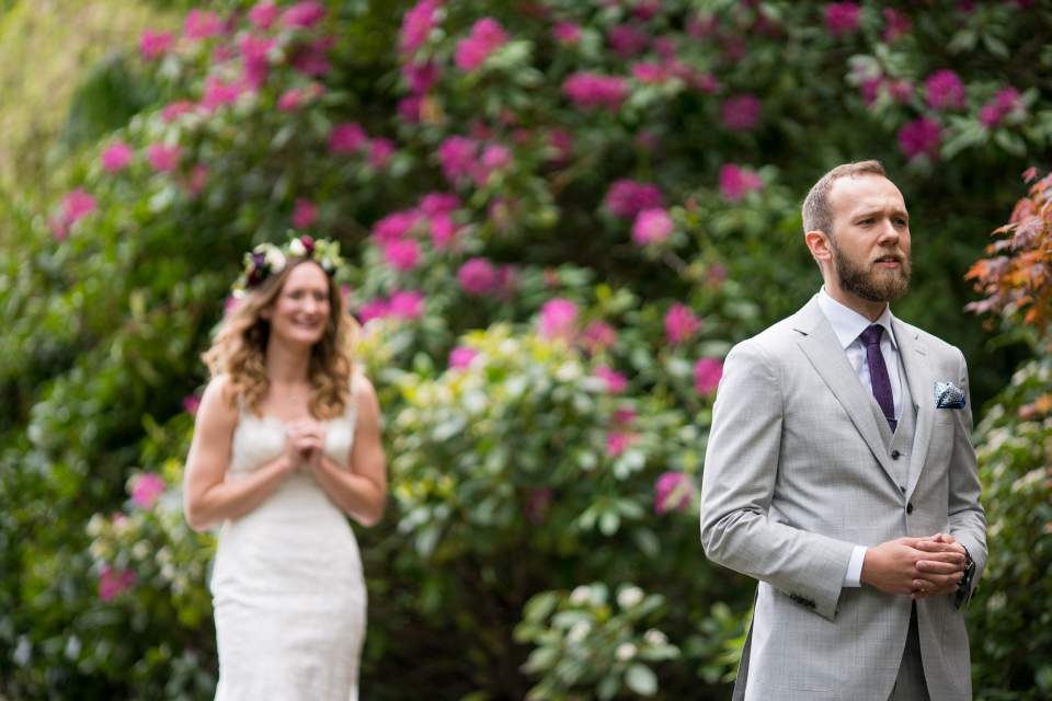 spring wedding at volunteer park in seattle