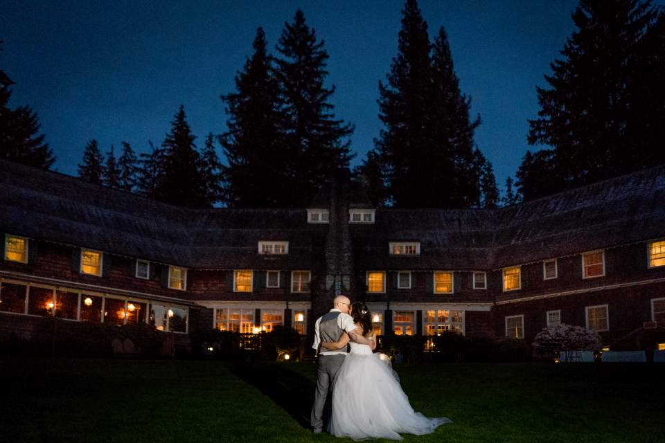 bride and groom under the stars olympic national park lodge seattle wedding photographers salt and pine