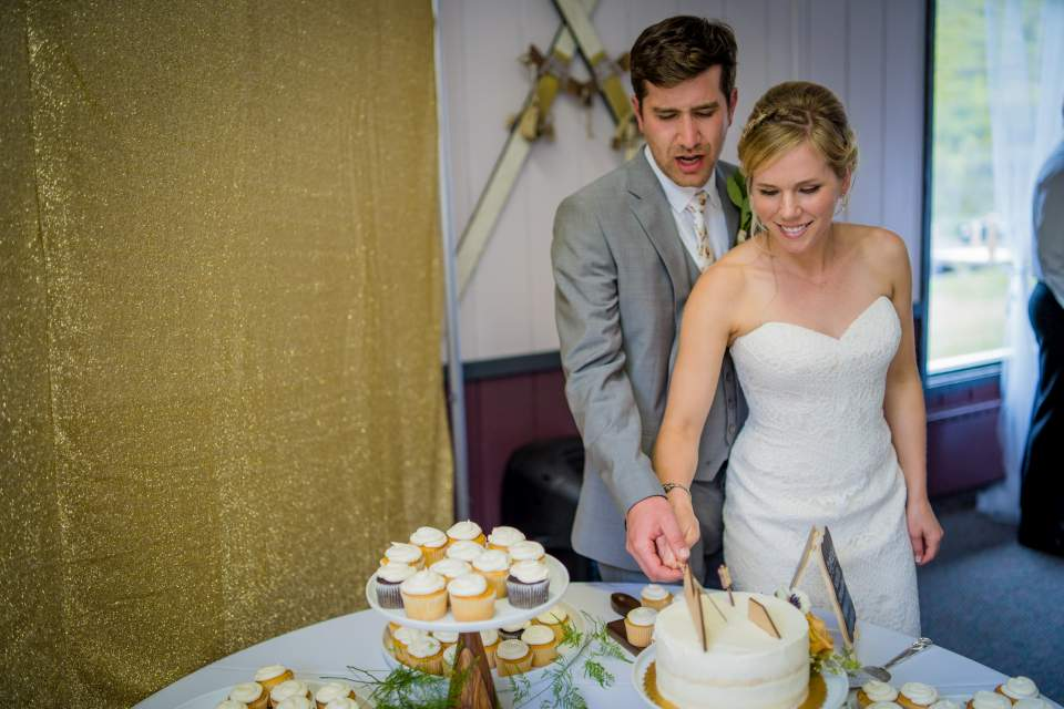 cake cutting alpenglow lodge wedding reception