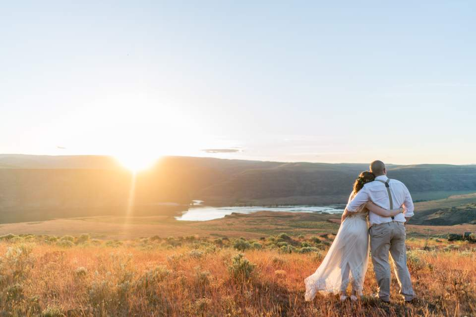 cave b winery wedding sunset photos overlooking columbia river gorge
