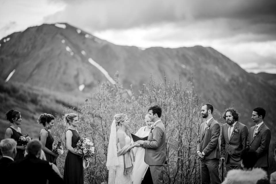 couple gets married in the mountains of anchorage