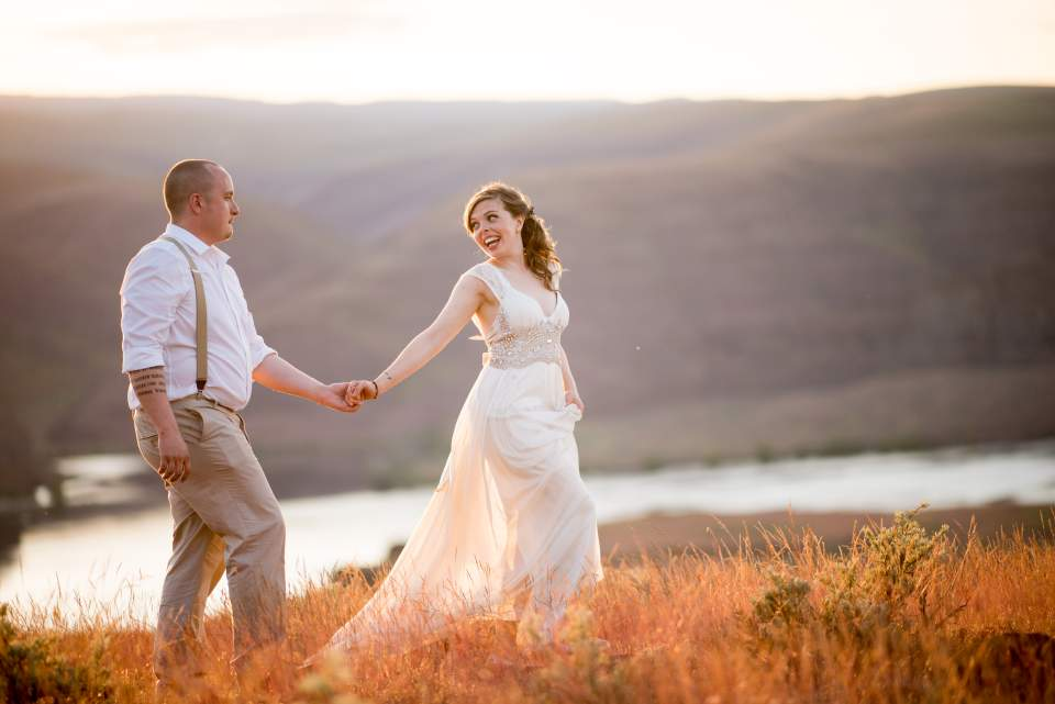 couple walking at gorge