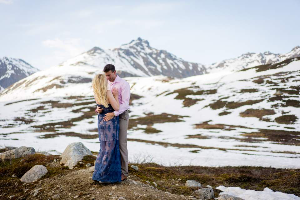 couples photos at hatcher pass alaska